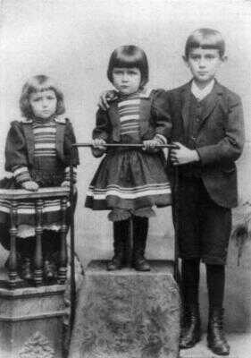 Franz Kafka se sestrami Elli a Valli
