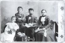 Babička, dědeček, maminka a strýc Bohumila Hrabala