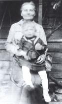 Bohumil Hrabal s babičkou Kateřinou Kiliánovou, Brno, 1916