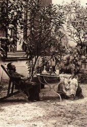 Henri de Toulouse-Lautrec a jeho matka na zahradě Château de Malromé, 1900.