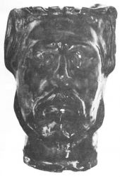 Džbán s reliéfním autoportrétem. 1899. Kamenina. Výška 19,3. Kunstindustrimuseet, Kodaň.