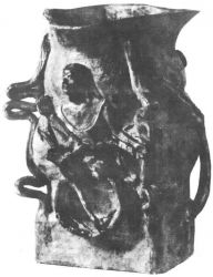 Džbán s reliéfní ženskou postavou podle Degase. 1886-87. Kamenina. Výška 21,6. Kunstindustrimuseet, Kodaň.