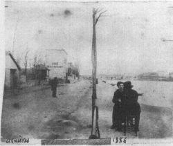 Poslední známa dochovaná forografie Vincenta (zezadu) společně s Emilem Bernardem.